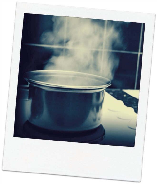 Herbal steam An herbal steam will un-stuff a nose and soothe a dry scratchy throat, not to mention get your skin clean and glowing. First, remove all makeup. Fill a large heat safe bowl with about one quart of boiling water. Add 1–3 tablespoons of any of the following herbs (feel free to combine)-->