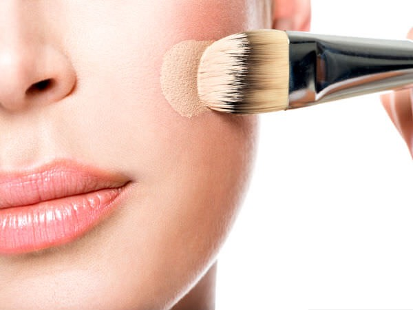 5.) APPLICATION TOOLS: For flawless application use a buffing brush, a stippling brush, a beauty blender, or a flat top kabuki brush!