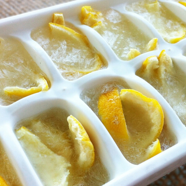 Make your own grabage disposal cleaning cubes using vinegar and lemon peels.