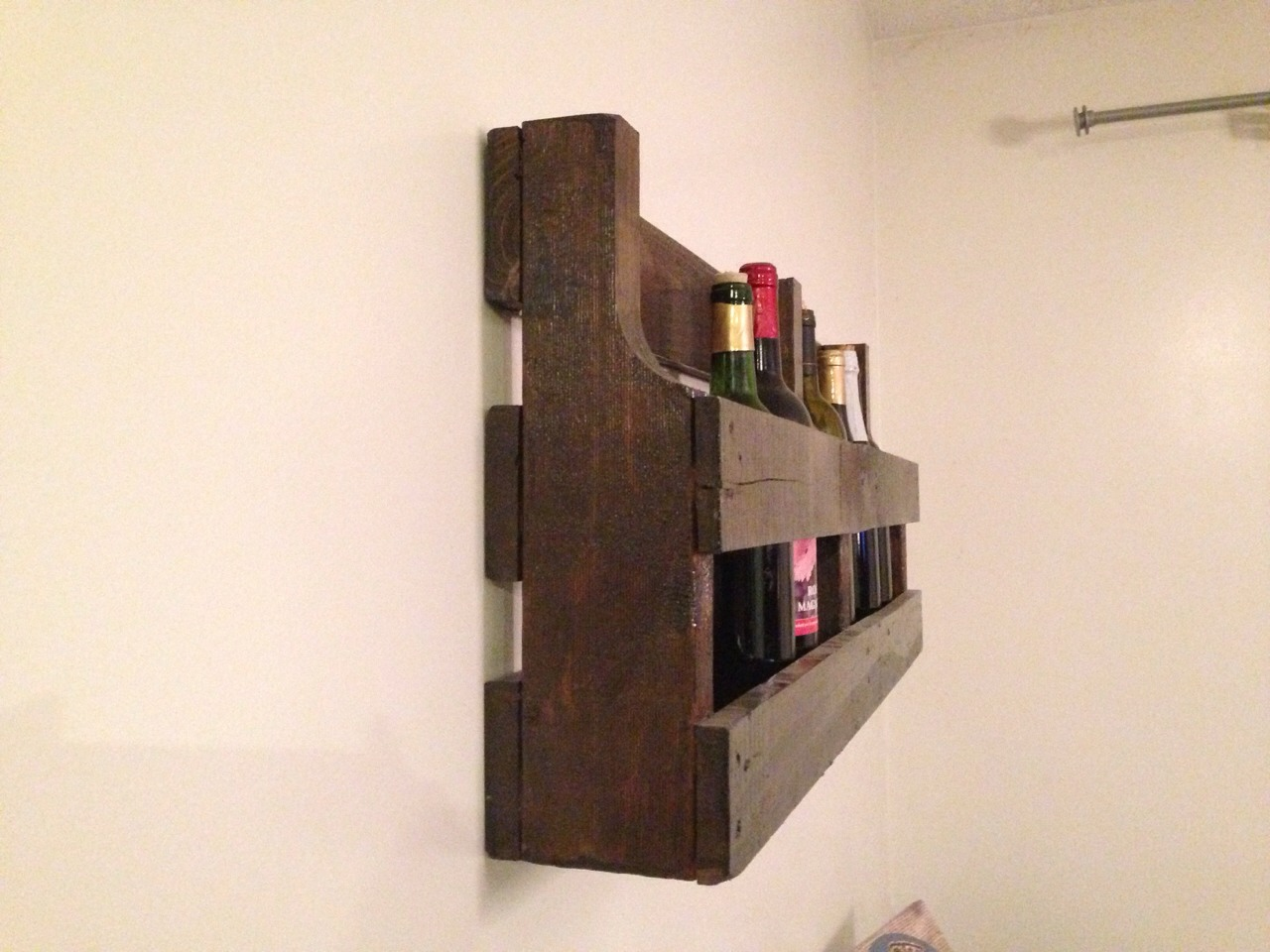 Side view of the wine rack..