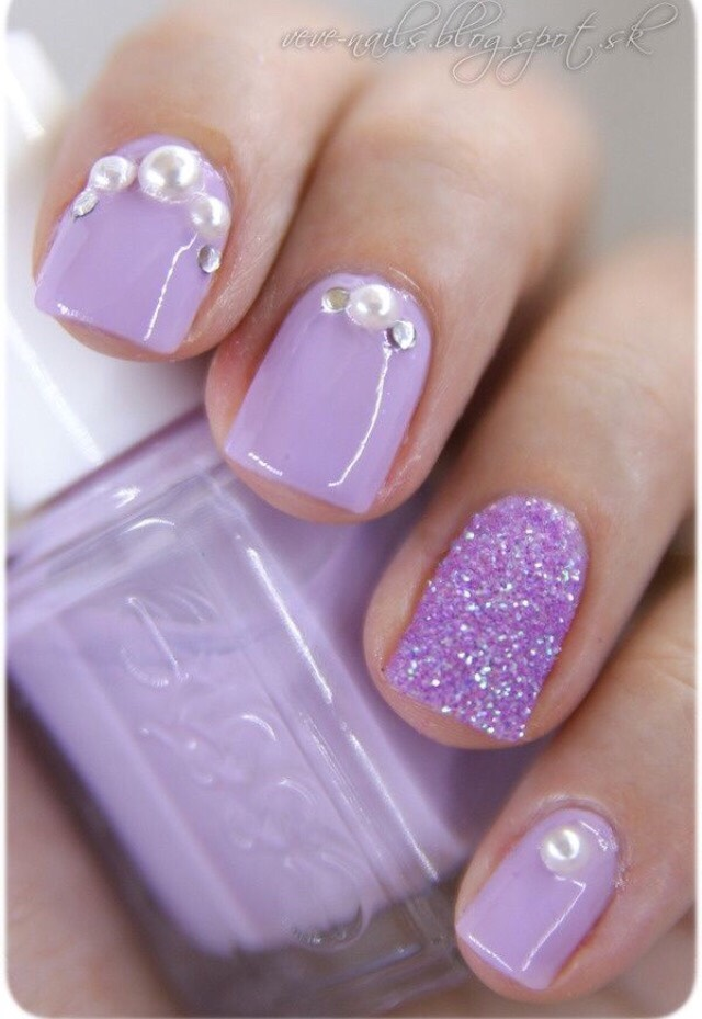 8. FUN RHINESTONES AT YOUR CUTICLES