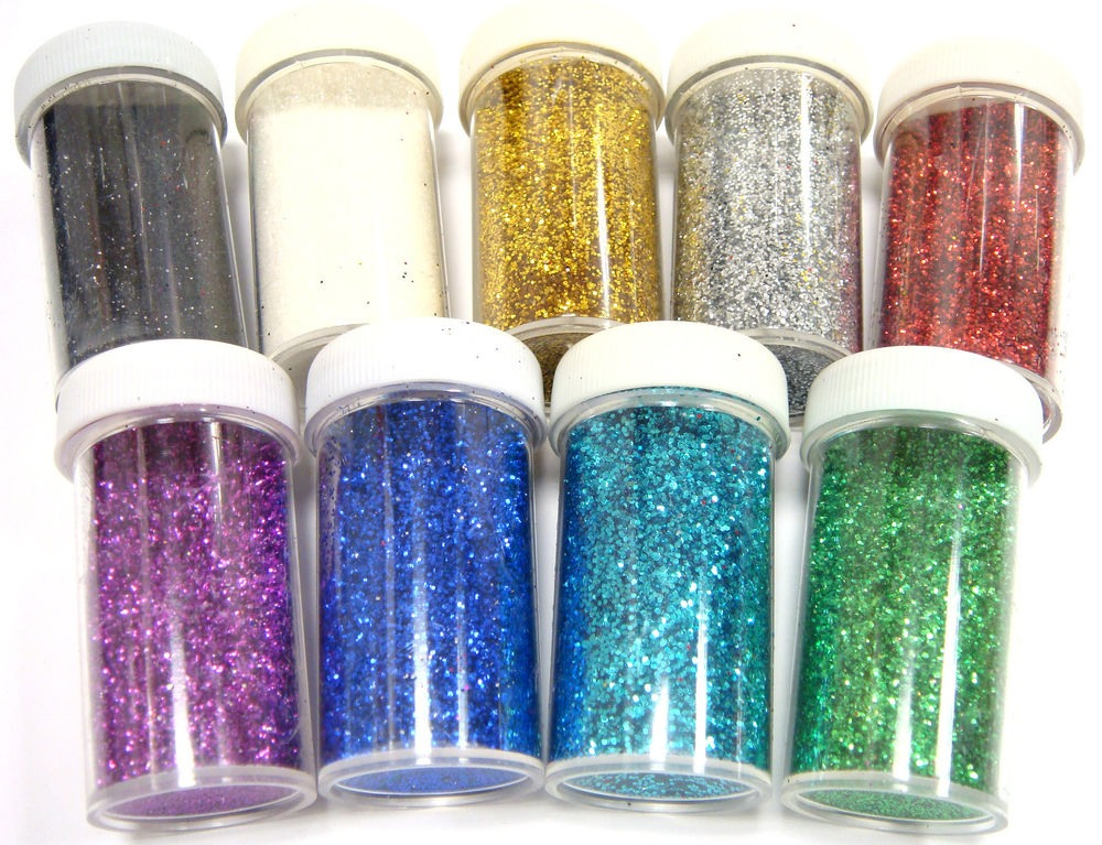 Before it dries, sprinkle in glitter of your choice and move it around to cover the modge podge. Dump out any excess and let the jar dry upside down.