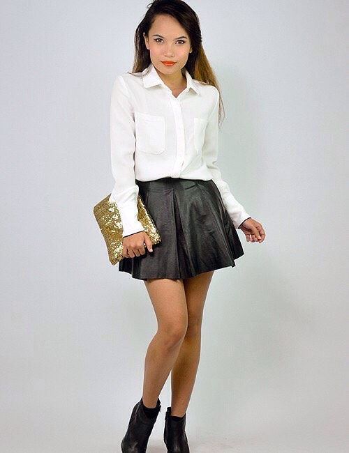 Skater skirts are so easy to dress up with a few simple accessories you could look runway ready 🙈