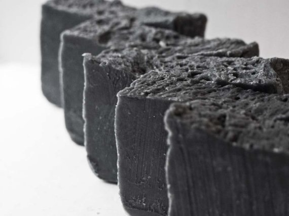 Musely's charcoal soapscan be used by all skin types, not just oily or acne-prone.Unlike other soaps,Musely'ssoaps nevercontain parabens, synthetic dyes and fragrancesthat can act as hormone disrupters.