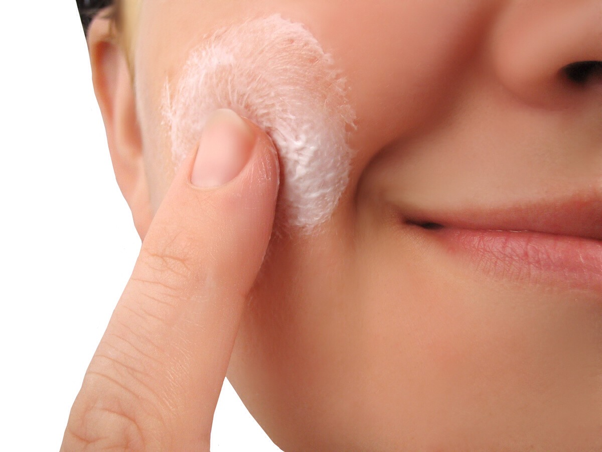 When applying moisturizer to your face start with cheeks then forehead and chin.  Blot moisturizer with fingers so it absorbs into the skin.  Much better then rubbing it in!!