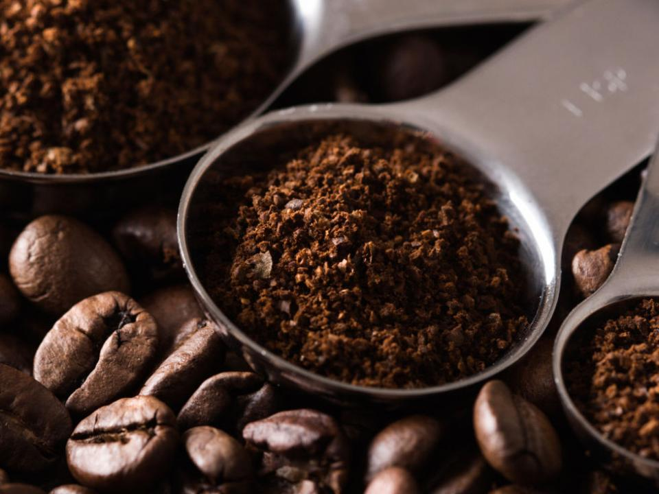 4. Use Coffee Grinds As A Body Scrub If you want to apply self tanner, but are all out of exfoliator, don't settle for a splotchy bronze. Instead, snag some coffee grinds from your kitchen, and mix them with your body wash. They're a natural exfoliant, plus, the caffeine will make your skin glow!