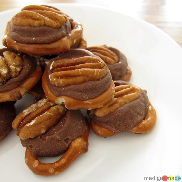 Ingredients  20 small mini pretzels 20 chocolate covered caramel candies (use Rolos). 20 pecan halves