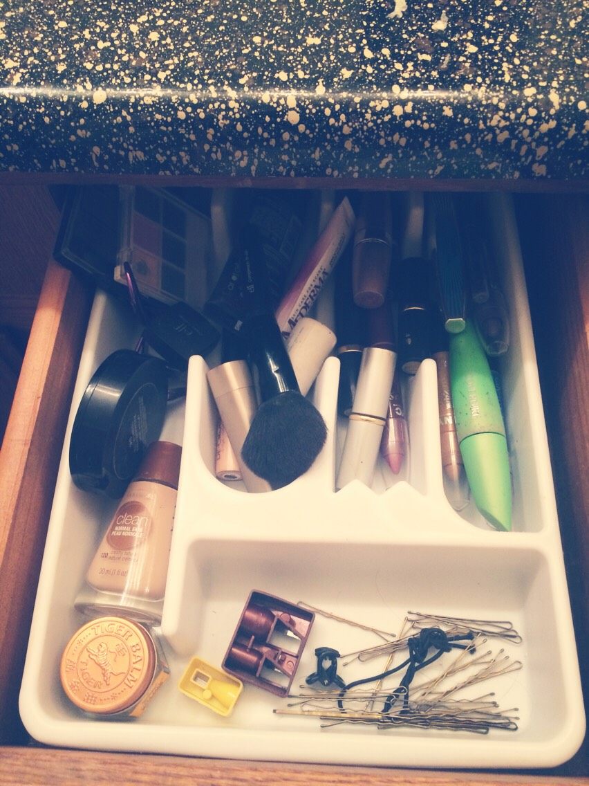 Used the kitchen utensil holder to organize my make up