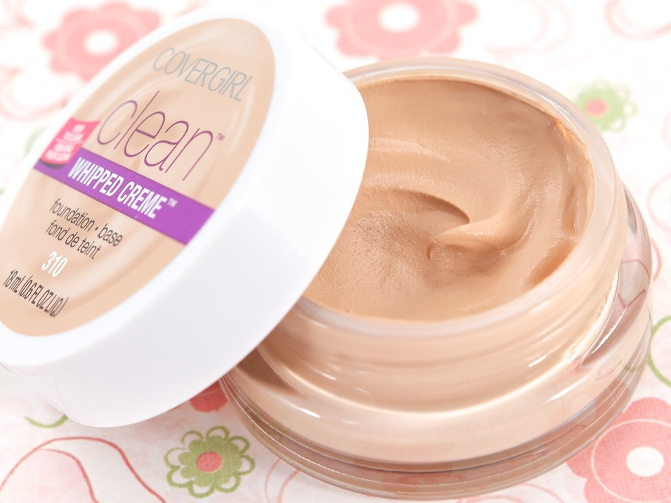 Clean Whipped Foundation by Covergirl is perfect for dry skin. Put some on your fingers and dot on your face, then use a foundation brush to spread evenly. Will look airbrushed when finished! (: