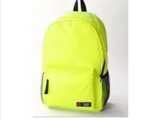 This bag also comes in lime, red, black, orange, purple, green and navy