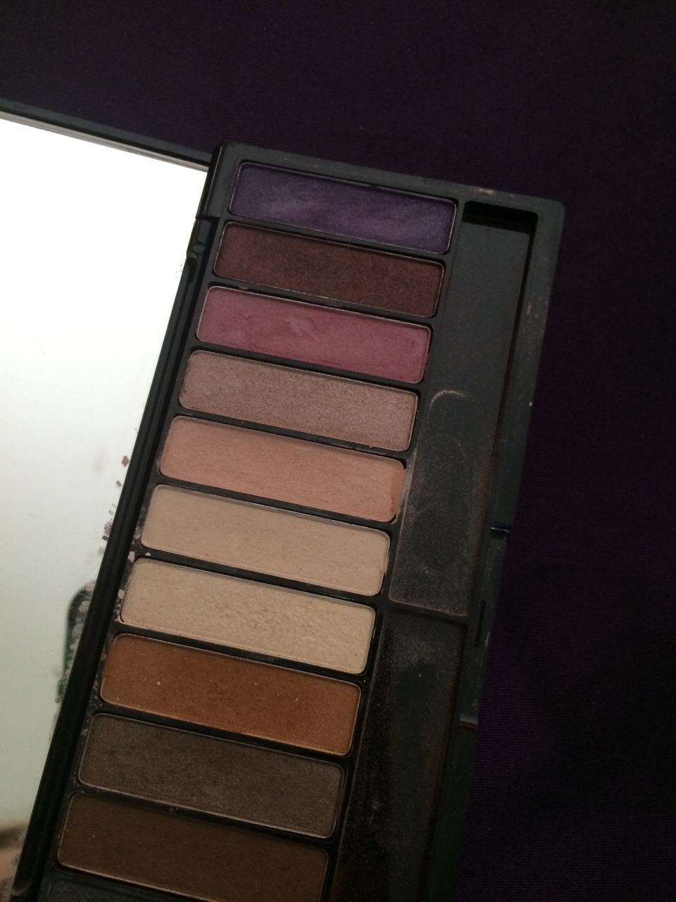 Step 2:  Choose either a lighter eyeshadow or darker.