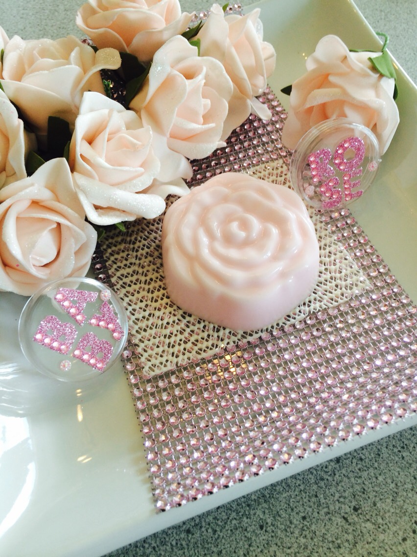 And voilà! You have your own amazing smelling and moisturizing baby rose soap! 😍🌹