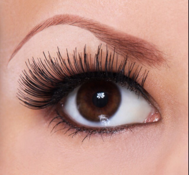 Want eyelashes like these? Who doesn't!
