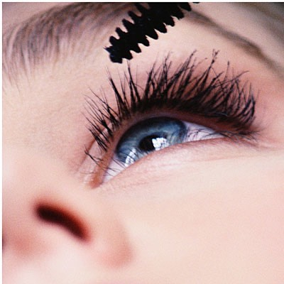 Try not to blink when putting on mascara. It will ruin what style your trying to do