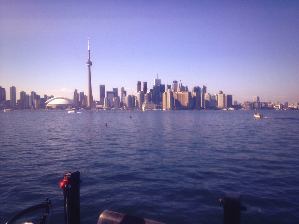 Great view of Toronto from the ferry ^.^