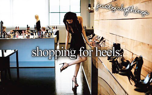 ☀︎Go shoe shopping! Invite your friends to go with you!