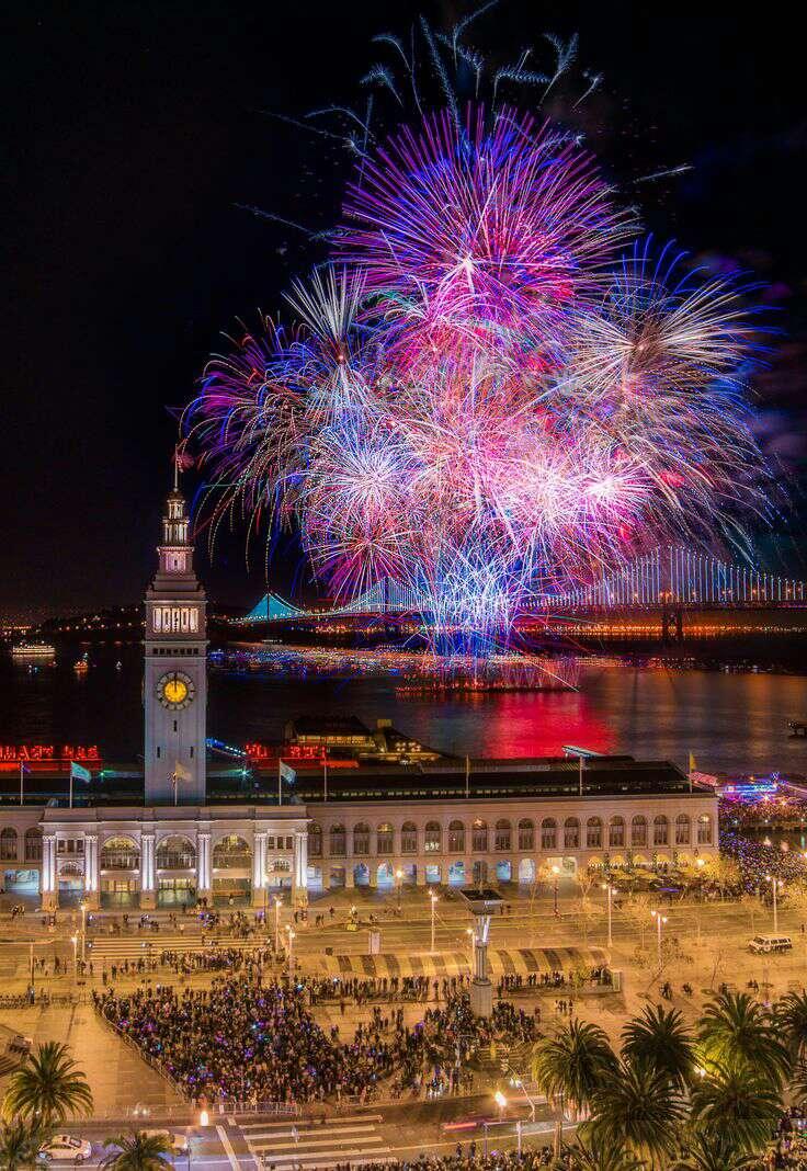 6. SAN FRANCISCO NEW YEAR'S FIREWORKS 2014