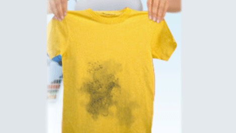 When your clothes bleed, it is the worst thing ever because that can totally ruin other clothes, but follow the following trick and never suffer from it again. Tick is in another page➡️