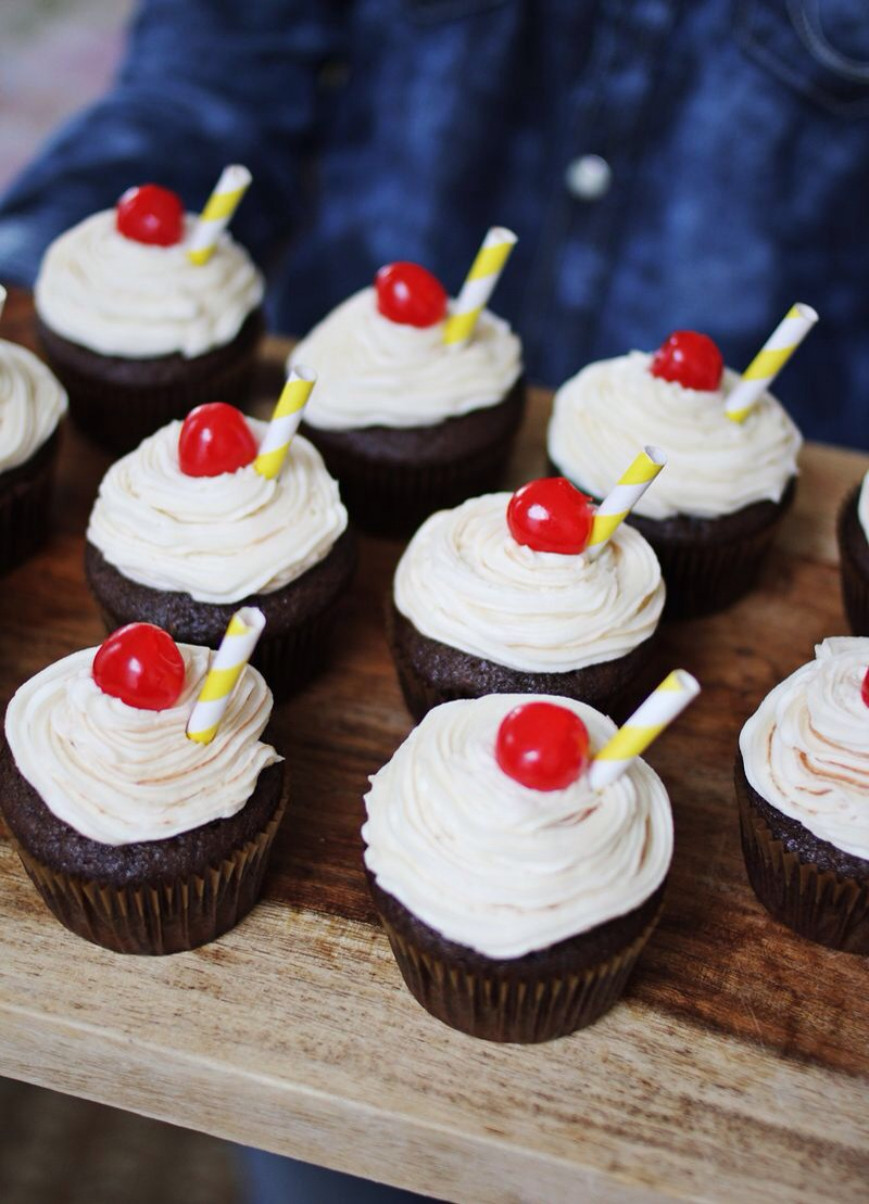 These are not actual root beer floats. You got me. Man, I can't get anything past you guys. Ok so these are just root beer float flavored cupcakes. But if that's a big let down for you... uh... did you miss the part where I said root beer float flavored cupcakes!?