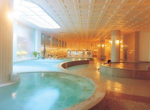 You shower first, and then alternate between hot and cold pools to regulate heart rate and detox skin.