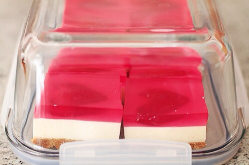Cut into nice small pieces of jelly hearts cheese cake.