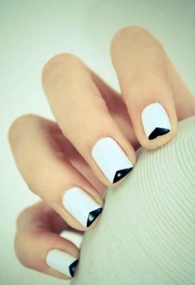 15. EASY BLACK AND WHITE