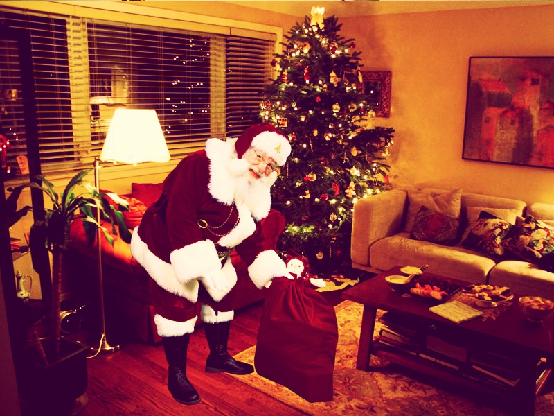 Upload a picture of your tree on this site http://www.capturethemagic.com/ and you get a picture of Santa in front of your tree!!