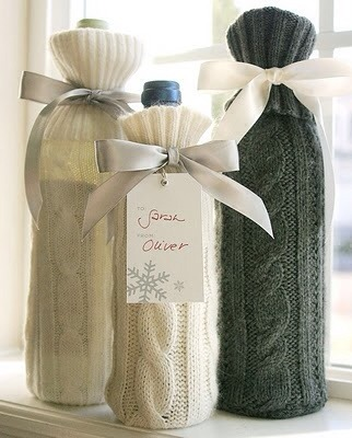 Use the sleeve from an old sweater to cover a wine bottle. Cute winter idea! Pls like 👍👍👍👍👍