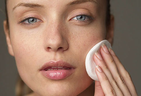 It's better to start by removing the eye make up first. Watch out when you remove the mascara . Make sure you leave the cleanser on the skin for 2-3 minutes, so that it can penetrate into the skin. After you've finished all these things wash your face .