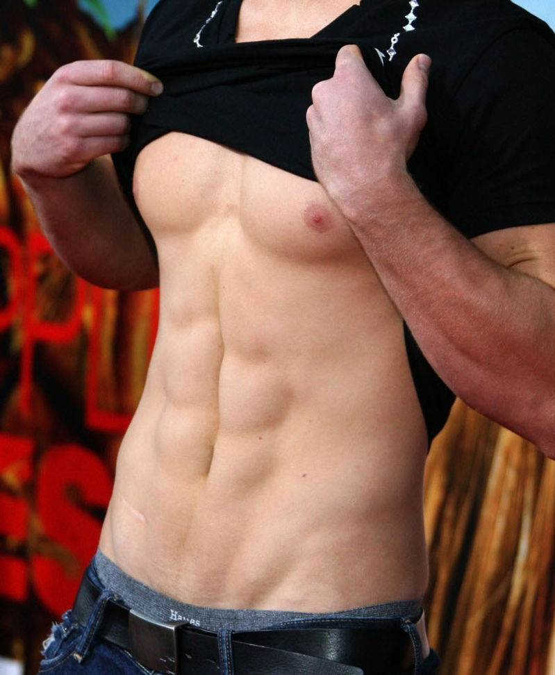 Men, do you want abs like this?