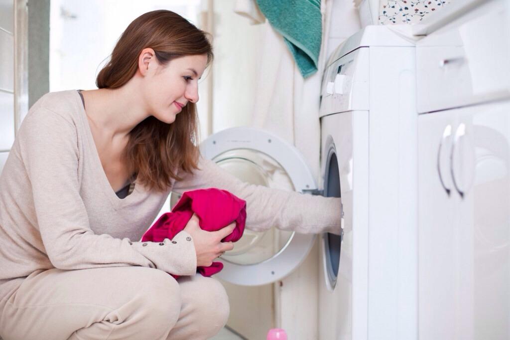 Only use powdered detergent! Liquid detergent contains animal lard that can quickly stink up your laundry if left wet in the washing machine. With this tip you will never rewash a load again!!!