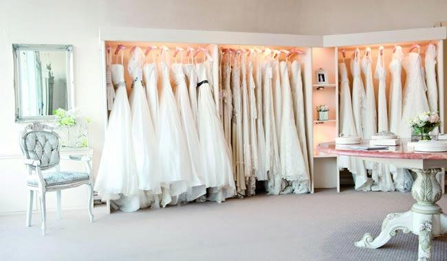 Did you know it's possible to buy a beautiful designer wedding dress for as little as $100?   You may be tempted to start biding like crazy, but before you buy there's a few things you must know.  Learn more here: http://wp.me/p1290q-d