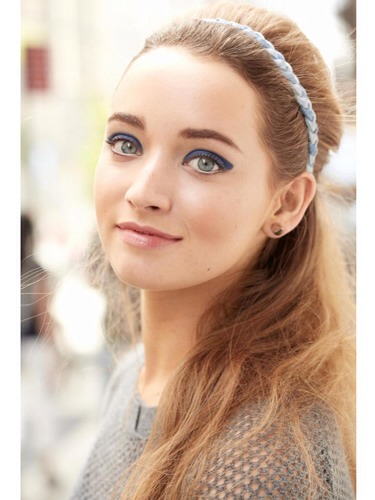 Here are six ways you can make second-day hair look totally chic in less than five minutes!