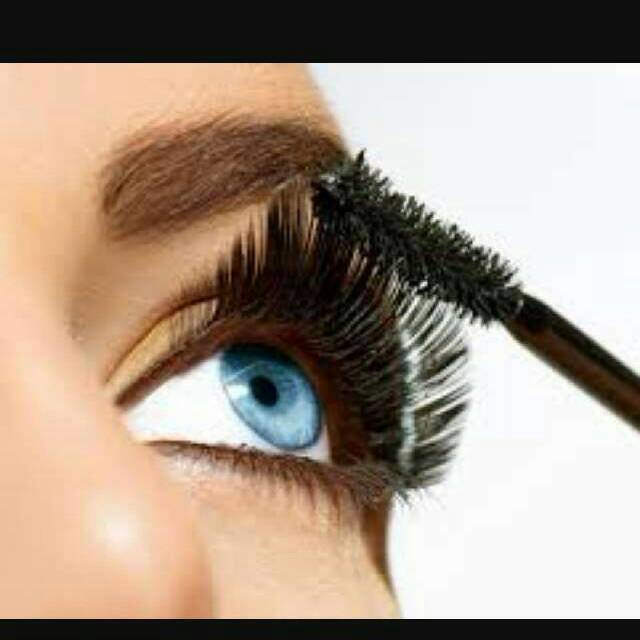 You want to start off by applying 1 coat of mascara so you lashes will be stronger and thicker.
