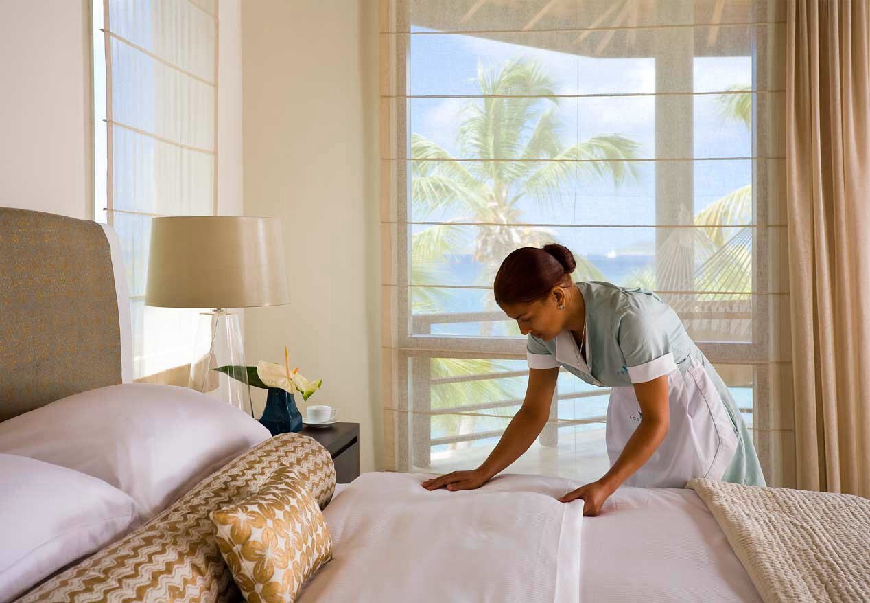 Housekeeper: $2-$5 a night. You can pay a lump sum at checkout, but it's better to tip daily.