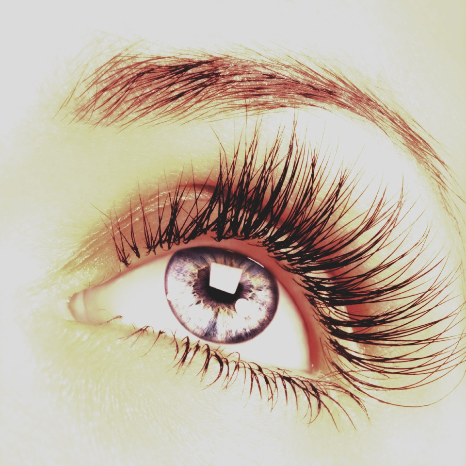 Curl your eyelashes, then apply a layer of mascara. Afterward, apply some baby powder (not a lot) and then put on another layer of mascara for a fuller, longer look on your lashes.
