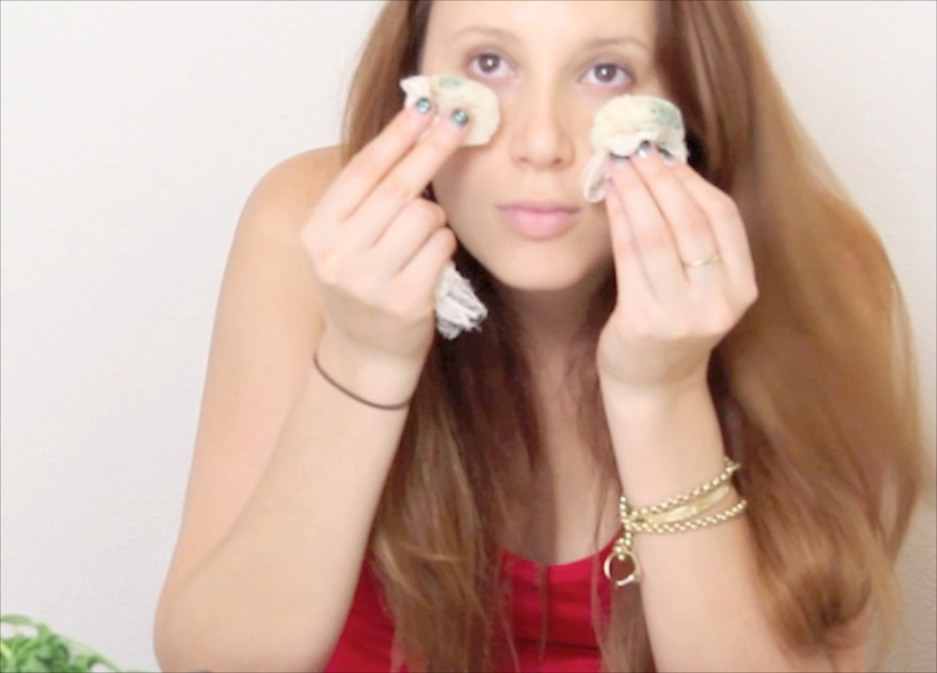 Place chilled green tea bags on tired eyes to reduce puffiness.