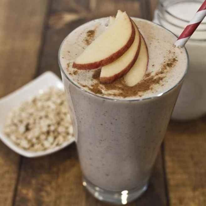 Oats, man: 11 grams of protein in every cup. And who knew you could put them in smoothies?