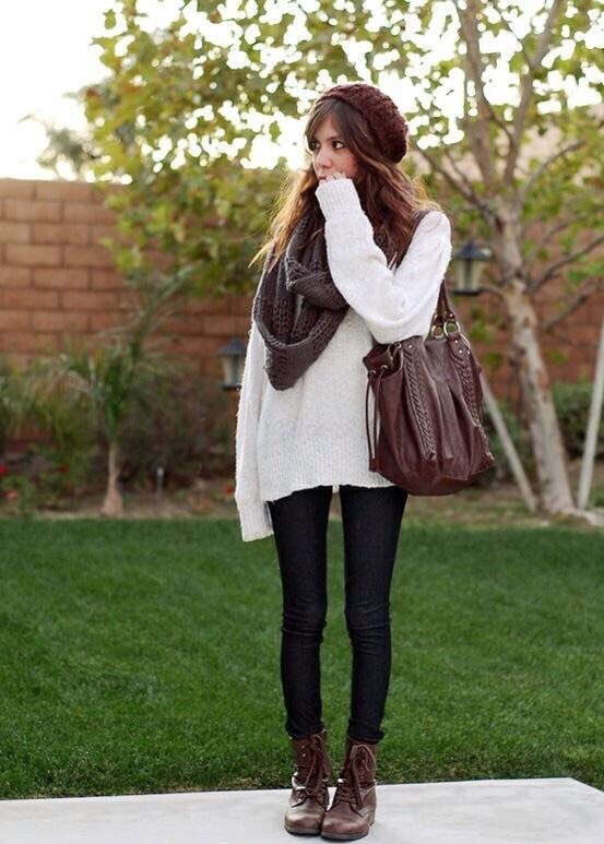 Black skinny jeans + White sweater + combat boots = College fashion