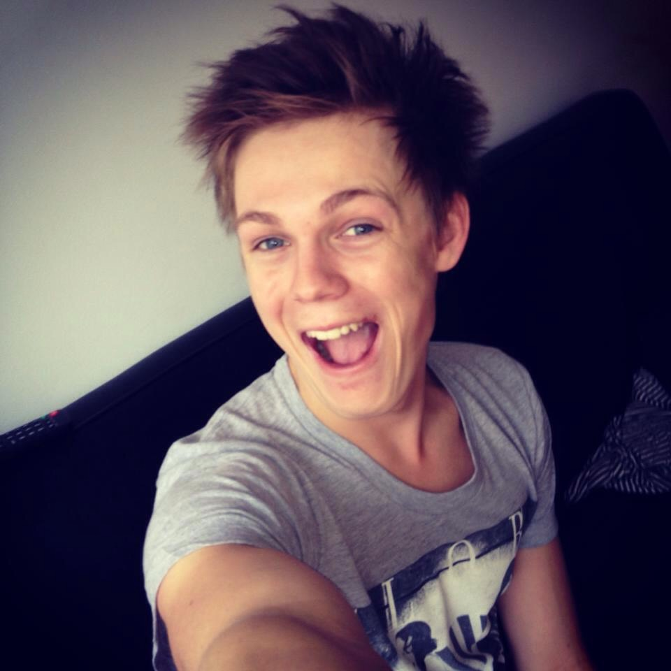 Caspar Lee! I'm not explaining this one