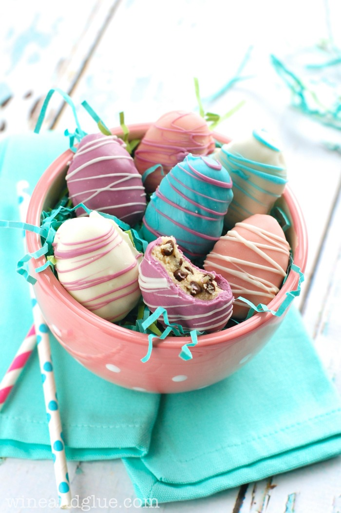 Perfect family activity for Easter time, raise your hand if you are as obsessed with cookie dough as I am!