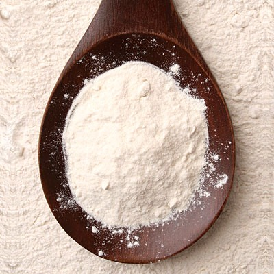 BAKING SODA | Baking soda may help minimize the appearance of pores while fighting acne at the same time. If you have very sensitive skin use it with caution, as it may irritate your skin. Make a paste of baking soda with water & apply on face. Wash after 5 minutes with gentle circular movements.