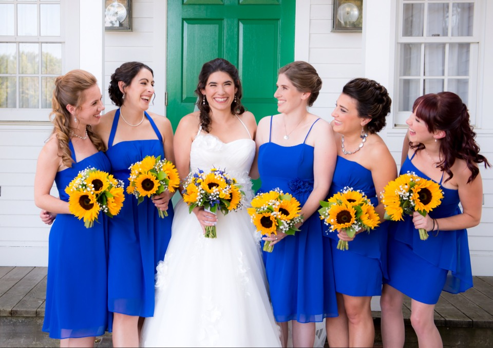 50ca820b57fb I m getting married in 2018 and the colors we chose are yellow and royal  blue and I think it s a beautiful combination 💍💙💛