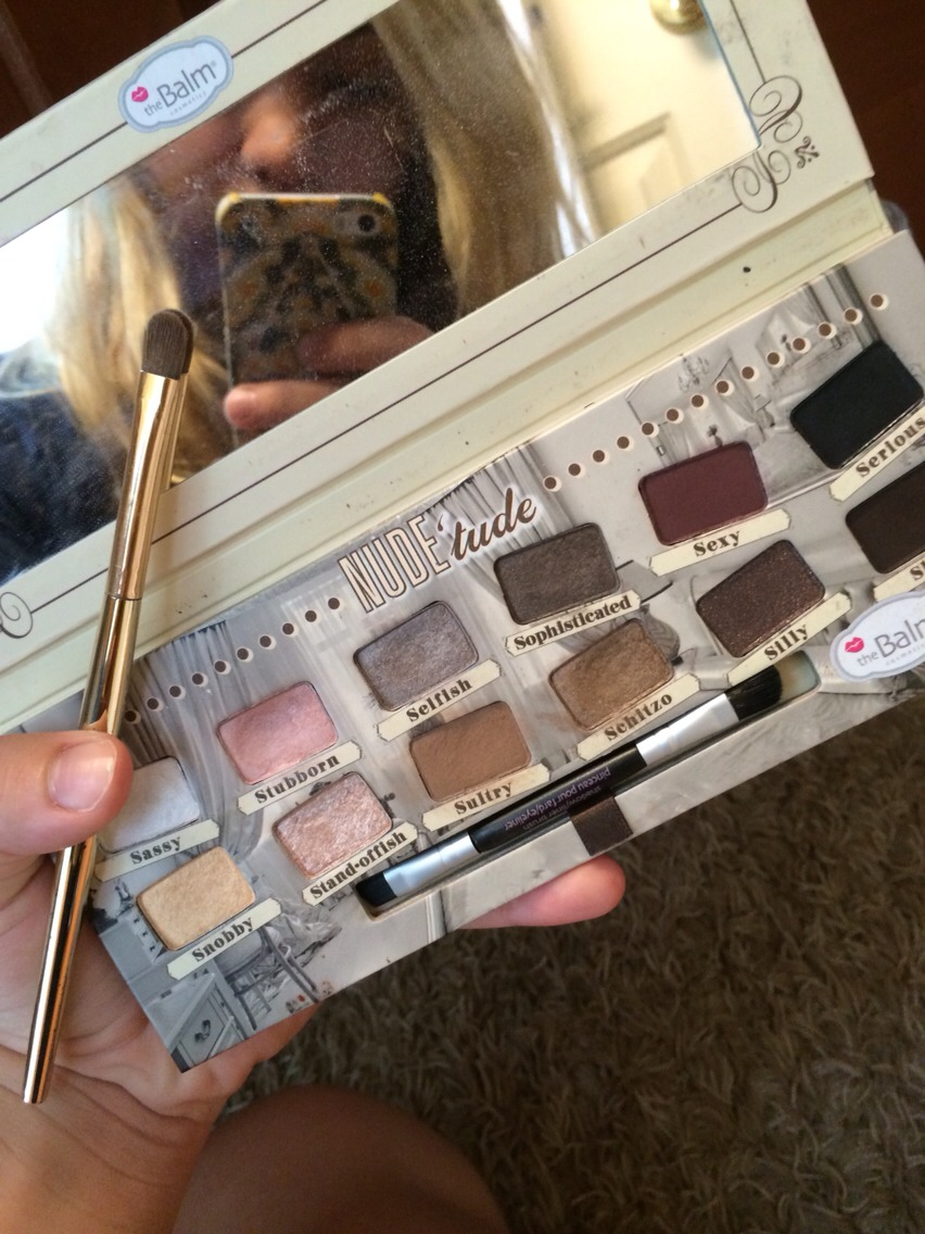 Take any eye shadow palette of you choosing (preferably one similar to this). And any brush (I recommend a concealer brush).