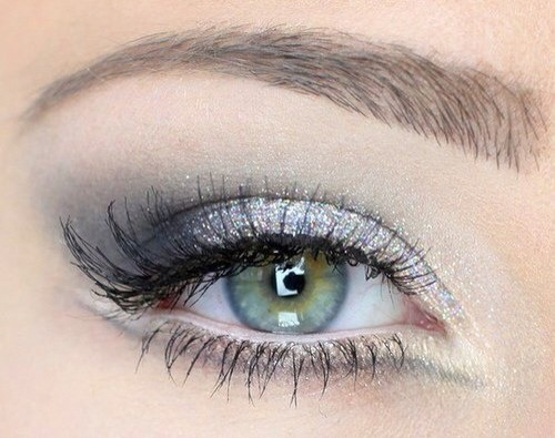 4. No silver! One color that does not exactly work for green eyes is silver.