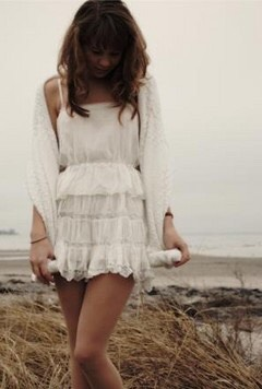 White short dress + white cardigan + beach waves = perfect spring outfit
