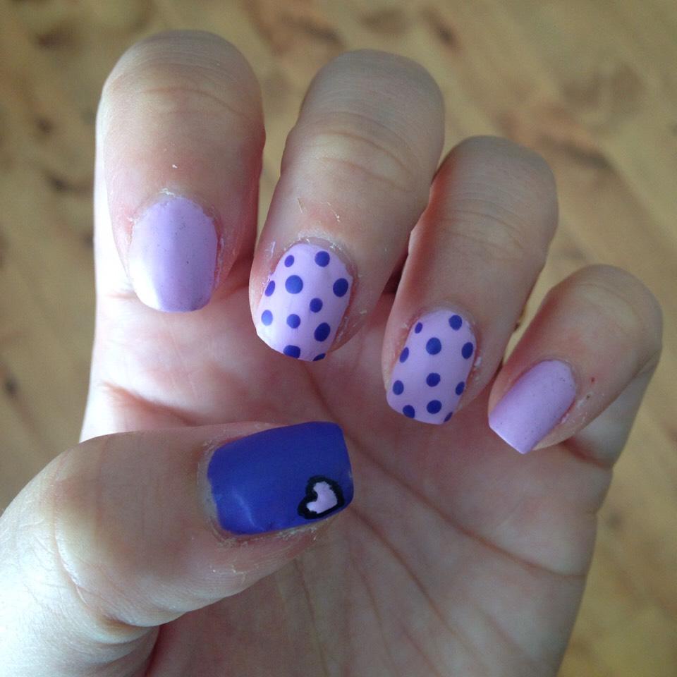 Light purple with dark purple dots , dark purple thumb with light Purple Heart 💜