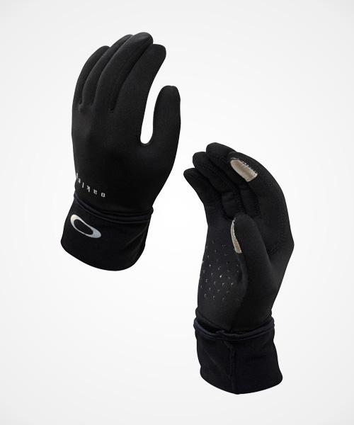 Oakley Crisp Run Glove  These fleece hand warmers have a long cuff that keeps ur wrists & forearms warm—but u can also roll it down for extra hand warmth, as shown here. Touch tip technology in the thumb & pointer fingers means u don't have to take them off to snap a mid-run pic.  $34,oakley.com