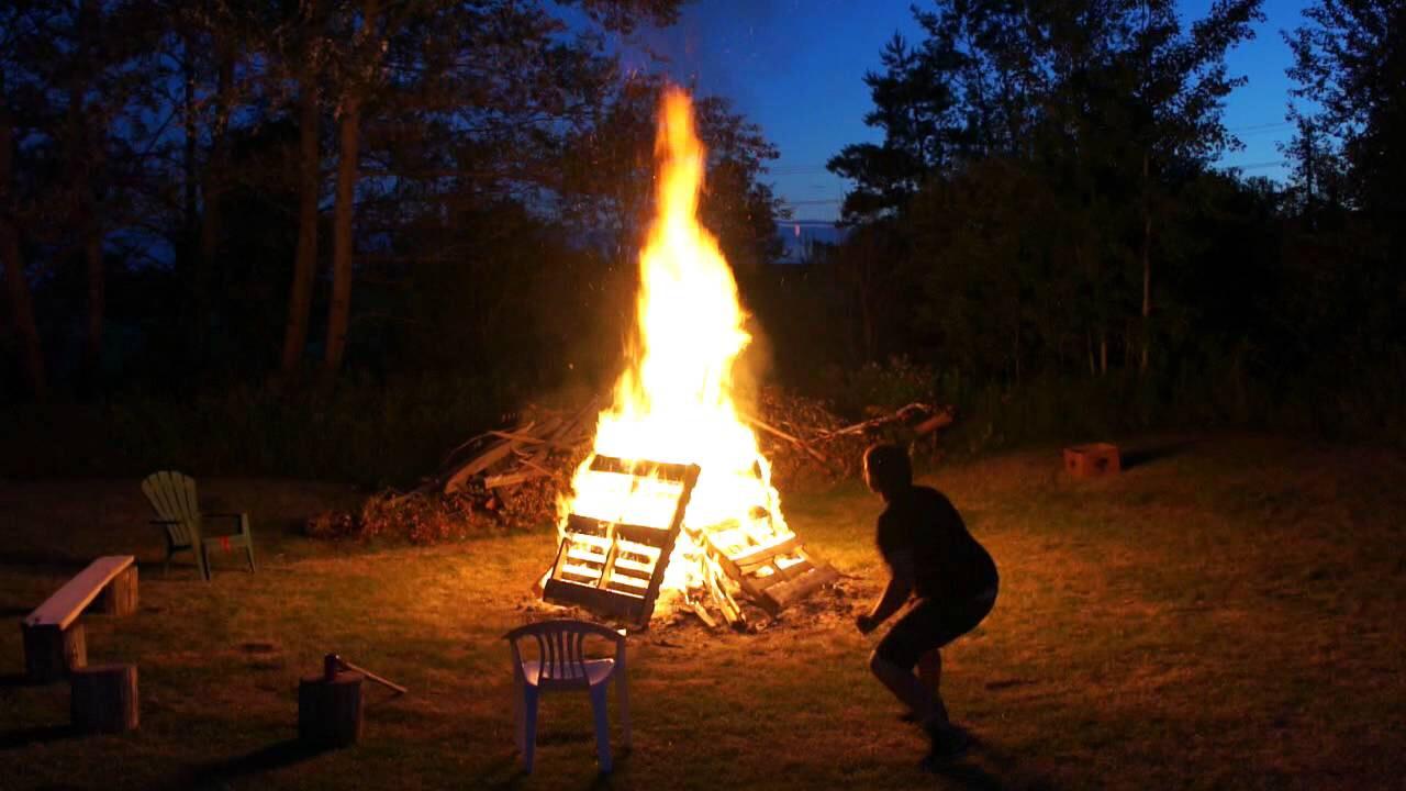 Make a bonfire 🌲🌳🔥