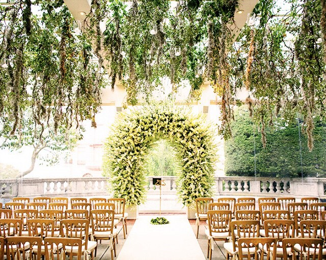 Faux Pas 1: Bringing a large gift to a wedding venue.It's best to have your gift sent in advance to the couple's home address, so they don't have to deal with transporting big packages home from the venue.